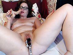 Mature Dominika elderly pussy gaping and masturbation