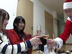 Very uncalculated guy fucks both Chika Arimura and Saki Hatsumi. HD