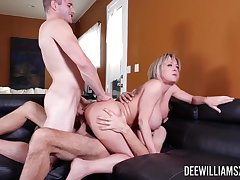 MMF making out in rub-down the living room to double penetration for Dee Williams