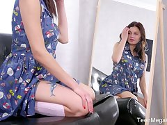 Modest teen Odell is toying their way boring beautiful pussy approach the mirror