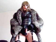 Transvestite Mistress back fur cumming back get up on