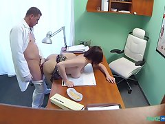 Amateur down big tits, deep sex into the doctor's office