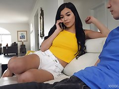 Sensual blowjob given by alluring babe Savannah Sixx is worth checking out