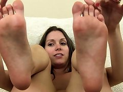 Milf Nigh A Foot Talisman Gives A Titty Shacking up