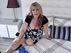 Super sexy fat cougar Joclyn Stone is playing with dildo fellow