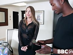 Escort babe Britney Amber knows hot to vindicate that black guy explode with sperm